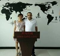 黎巴嫩客户来厂订购绗缝机,开包机等设备