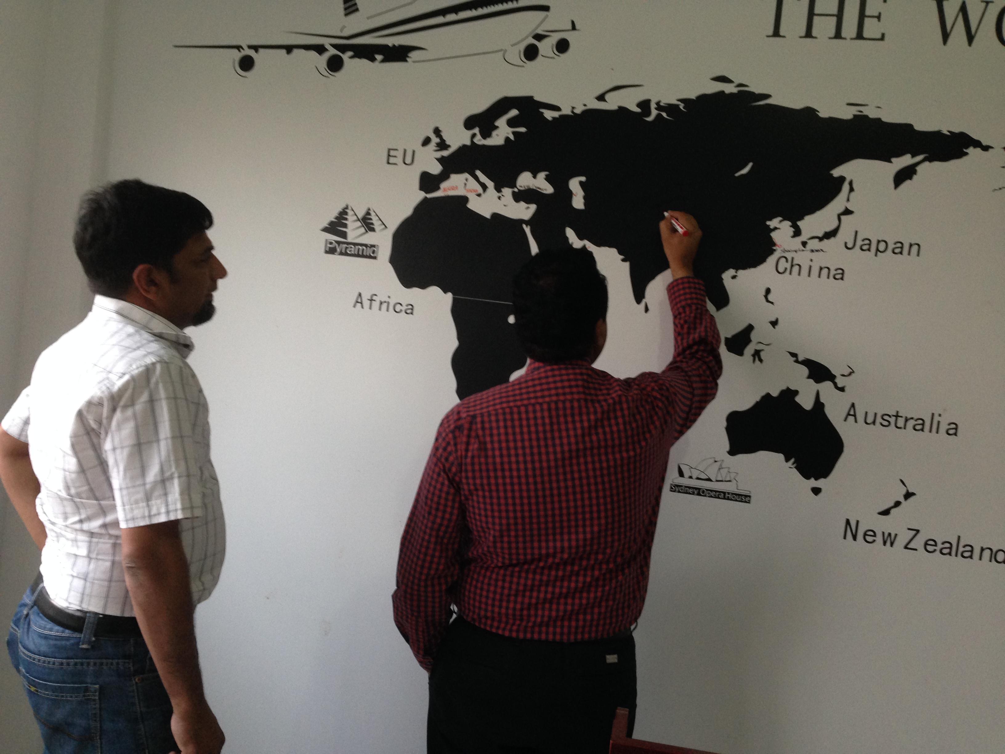 巴基斯坦客户来参观WJM-1无胶棉生产线