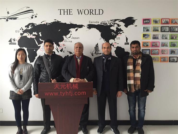 2015年12月巴基斯坦客户来厂参观,欲购买针刺棉无胶棉生产线