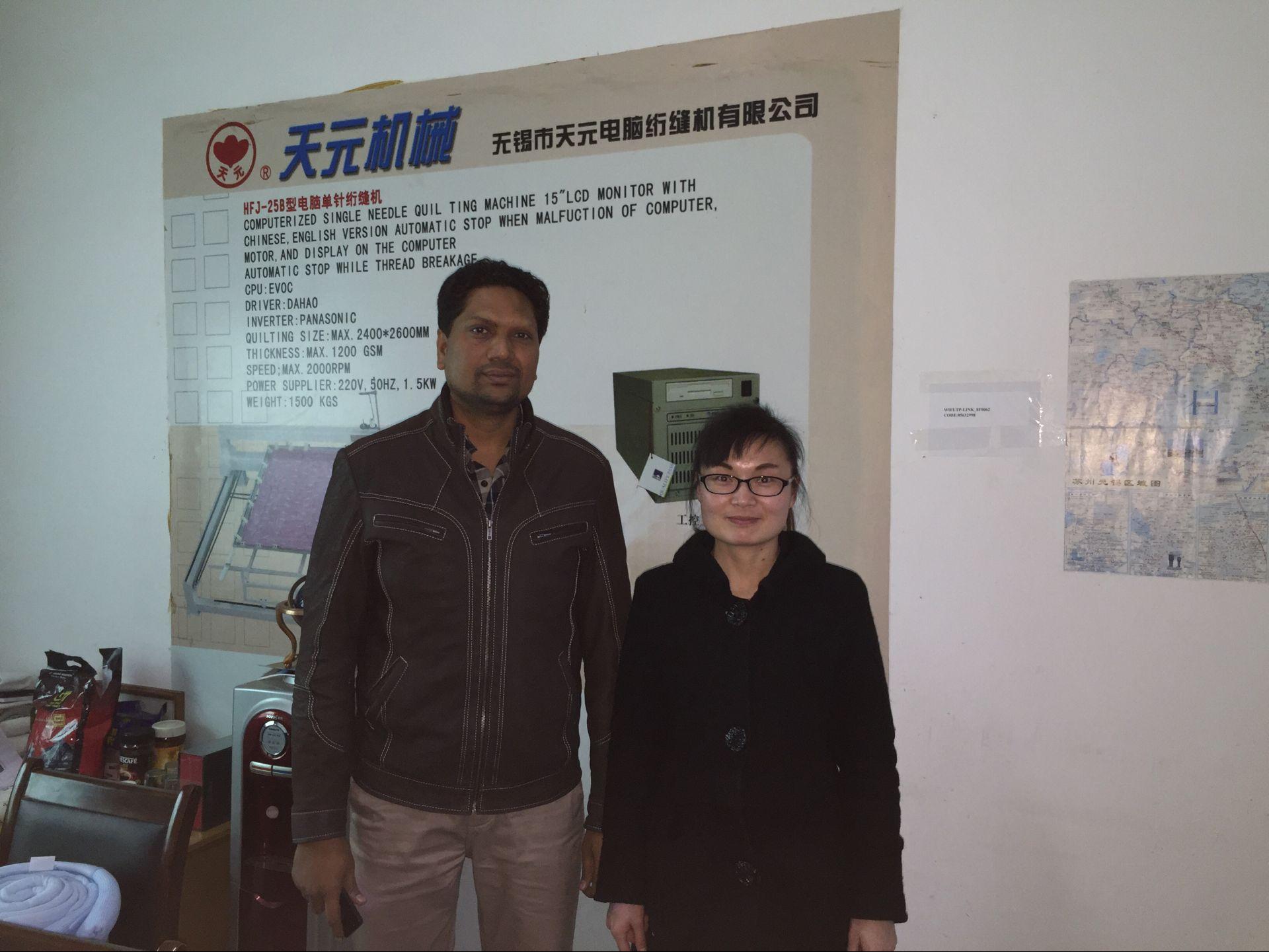 2015年12月迪拜客户来厂参观,欲购买无胶棉生产线设备