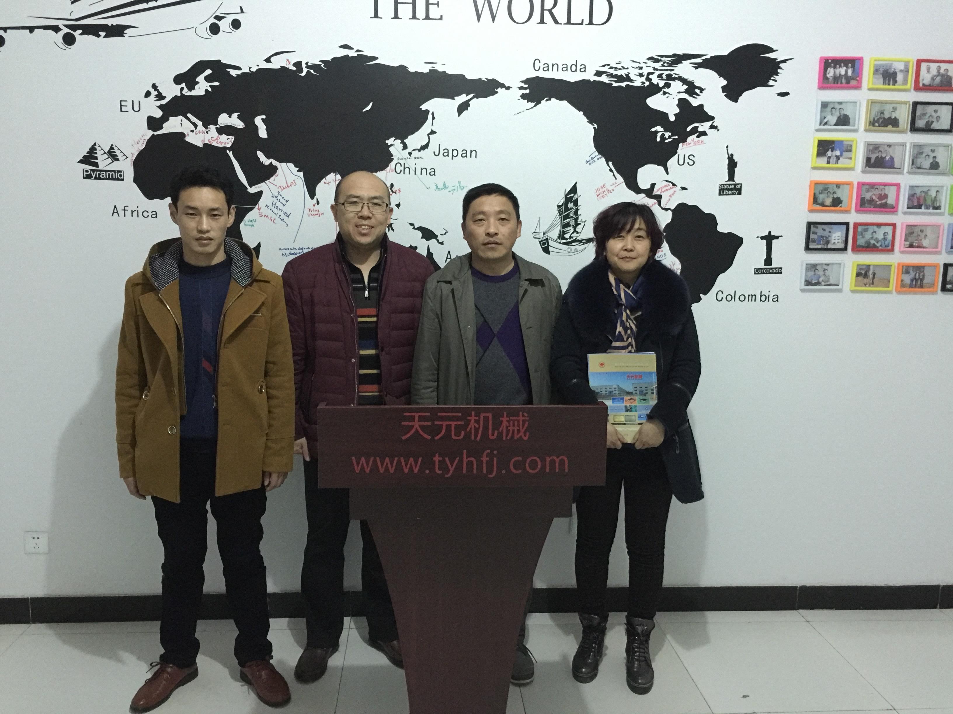2016年1月9日山东客户来看无胶棉设备