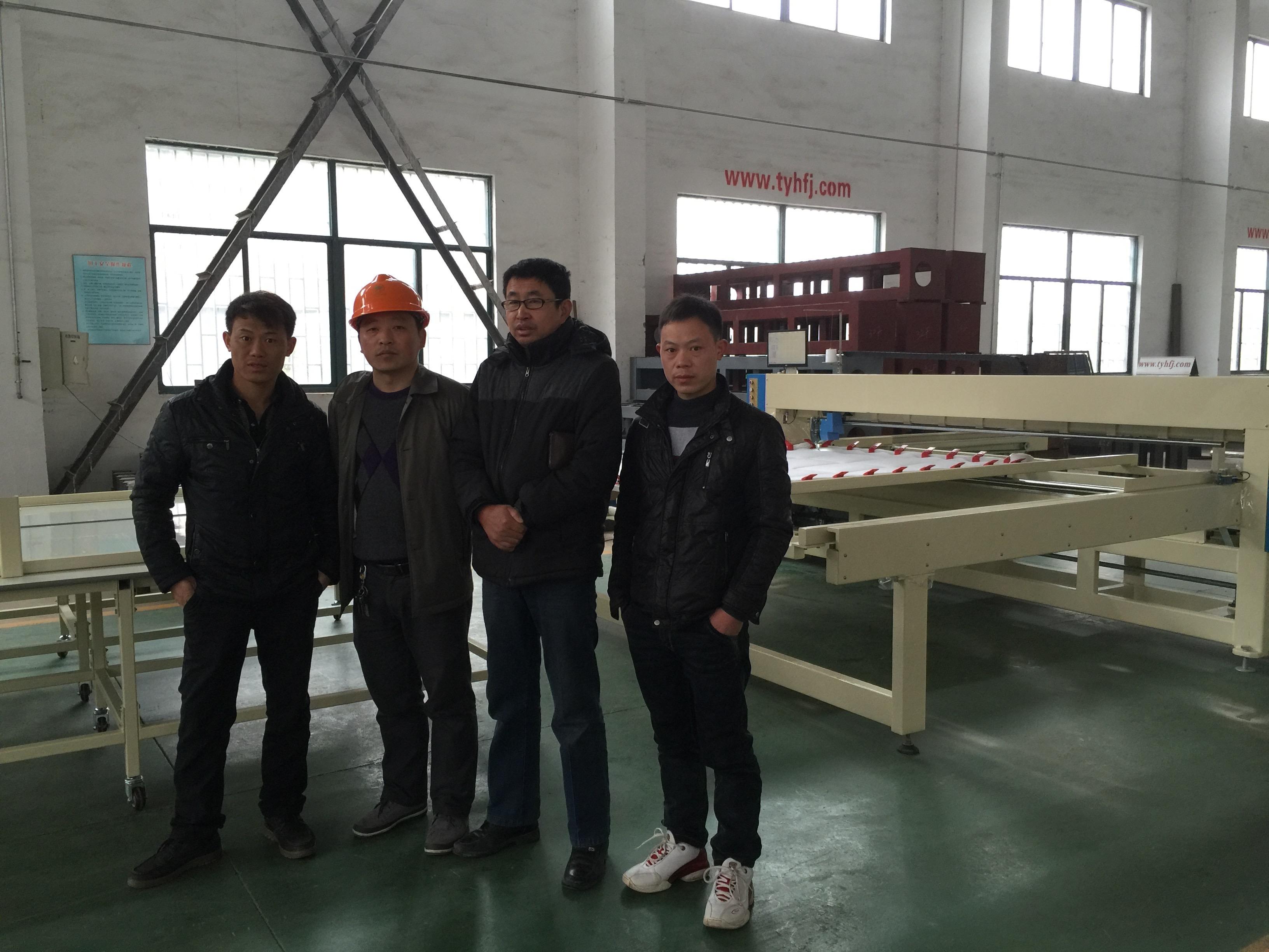2016年1月10日湖北黄冈客户来厂洽谈无胶棉生产线