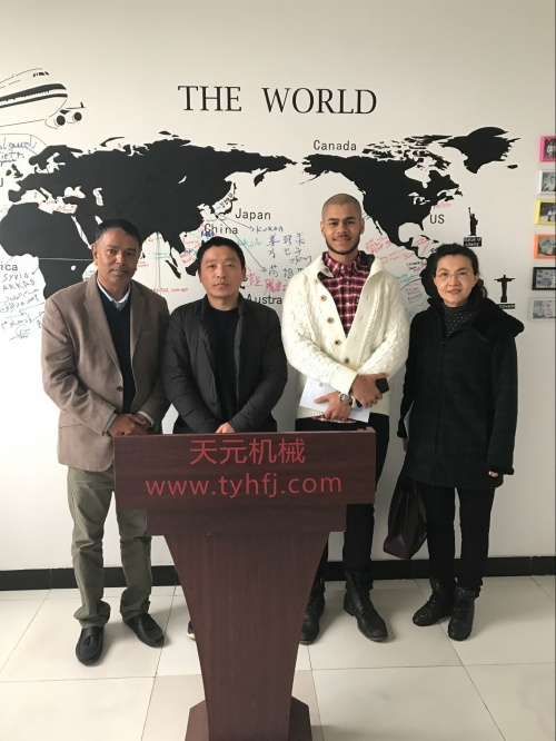 2016年12月20日,阿尔及利亚客户来厂参观购买绗缝机