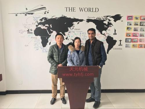 2017年3月10日,巴基斯坦客户来厂参观,欲购买无胶棉生产设备