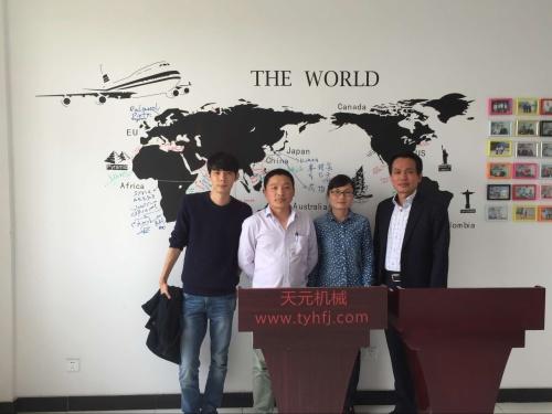2016年4月13日韩国客户来访,欲购珍珠球棉机