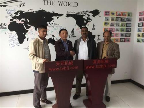 2016年4月25日,孟加拉国客户来厂洽谈欲购买绗缝机
