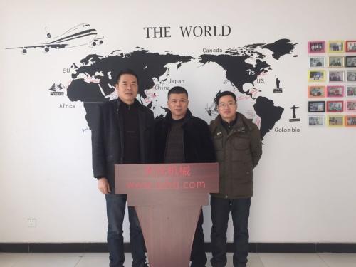 2016年1月19日江苏客户来厂洽谈电脑绗缝机