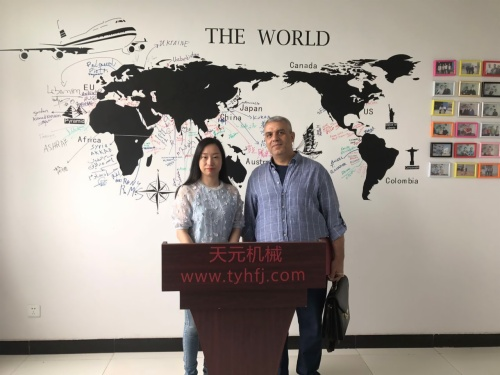 2017年4月26日,埃及客户来厂参观,欲购买无胶棉生产线设备